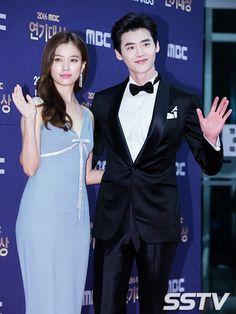 ภาพที่ถูกฝังไว้ Lee Jong Suk, W Two Worlds, Han Hyo Joo, Lee Jung, Second World, Korean Drama, Kdrama, Actors & Actresses, Peplum Dress