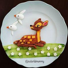 My daughter's favorite story... She never gets bored listening to the bambi... Kızımın en sevdiği hikaye... Bambiyi dinlemekten asla sıkılmaz... Ballı ekmek, tahinpekmezli ekmek, peynir, salatalık, bıldırcın yumurtası... Bread with honey as body, bread with pectin and crushed sesame seeds, cheese, cucumber, quail eggs... #disney #disneyfood #bambi #sundaybreakfast