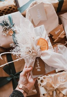 Mes emballages cadeaux de Noël 2020 - Pauline Dress - Blog Mode, Lifestyle et Déco à Besançon Pauline Dress, Furoshiki, Gift Wrapping, Seasons, Christmas, Gifts, Workout, Lifestyle, Blog