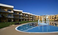 Magnificent new apartment in Albufeira that can accommodate 4 to 6 people - Municipality of Albufeira Villas, Swimming Pools, Smoke, Outdoor Decor, Holiday, Water, Swiming Pool, Vacations, Pools