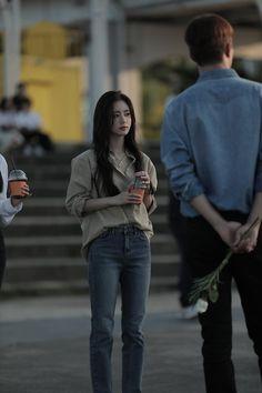 Korean Airport Fashion, Korea Fashion, Retro Fashion, Girl Fashion, Fashion Terms, Vintage Fashion, Korean Tv Series, Ulzzang Korean Girl, Petite Fashion Tips