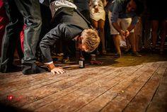 """""""Τhirsty groom"""" Φωτογράφιση γάμου, Φωτογραφία γάμου, Φωτογραφος γαμου, Greek wedding photographer, Δεξίωση Μπλε, www.redboxstudio.gr"""