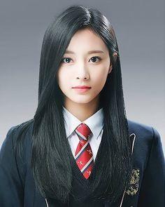 Cute Korean Girl, Cute Asian Girls, Cute Girls, Redhead Girl, Brunette Girl, Look Girl, Tzuyu Twice, Grunge Hair, Beautiful Asian Women