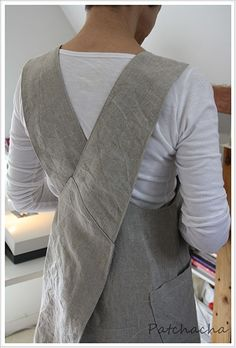 Fancy a linen apron, chasuble way, with crossed straps at the back … I sewed a Japanese apron (tutorials included) … Source by lenepee School Fashion, Fashion Art, Autumn Fashion, Blouse Japonaise, Daily Dress Me, Japanese Apron, Sewing Online, Apron Tutorial, Stylish Winter Outfits