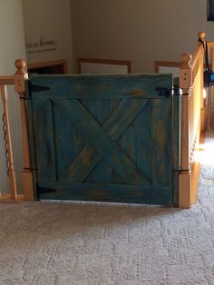 daily dose of Inspiration: DIY rustic wooden baby gate Wooden Barn Doors, Wooden Doors, Wooden Diy, Wooden Gates, Wooden Baby Gates, Rustic Diy, Wood Gate, Cute Diy Room Decor, Wooden Stairs