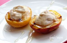 Yummy Grilled Peaches w/ Honey & Yogurt Brownie Desserts, Köstliche Desserts, Delicious Desserts, Yummy Treats, Dessert Recipes, Yummy Food, Tasty, Yogurt Recipes, Summer Desserts