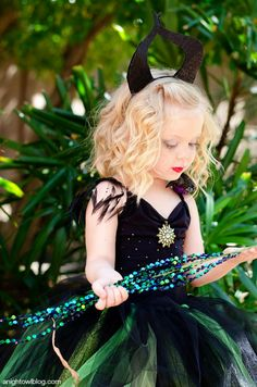 Looking for a unique homemade costume for your little one this year? You have to see how easy it is to make this awesome Maleficent Halloween Costume! Maleficent Halloween Costume, Sibling Halloween Costumes, Cool Costumes, Costume Ideas, Halloween Sewing, Baby Halloween, Little Girl Tutu, Festival Costumes, Homemade Costumes