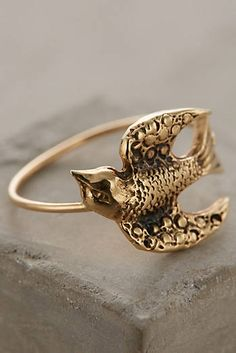 Sweeping Swallow Ring