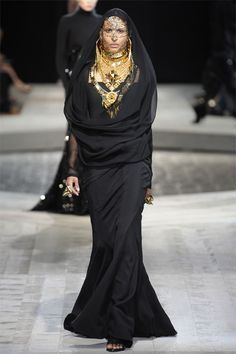 Haute Couture Fashion Week - Givenchy A/W 2009   Catwalk Queen