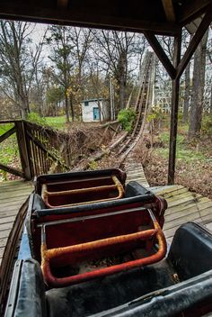 In this abandoned year old wooden roller coaster at williams Grove Amusement Park Abandoned Theme Parks, Abandoned Property, Abandoned Amusement Parks, Abandoned Mansions, Old Buildings, Abandoned Buildings, Abandoned Places, Abandoned Vehicles, Places Around The World