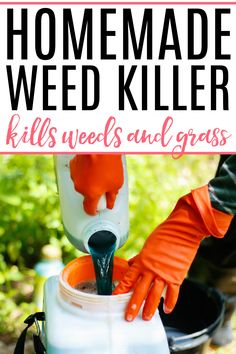 Get rid of weeds and grass with this simple to use homemade weed killer. Use vinegar and a few other household products to safely kill weeds and vegetation in your flower beds and sidewalks. Kill weeds and have them stay gone with this simple DIY weed killer. Diy Cleaners, Cleaners Homemade, Household Products, Natural Cleaning Products, Cleaning Recipes, Cleaning Hacks, Weed Killer Homemade, Home Decor Boxes, Natural Pesticides