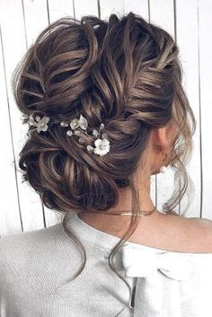 We have collected wedding makeup ideas based on the wedding fashion week. Look t… We have collected wedding makeup ideas based on the wedding fashion week. Look through our gallery of wedding hairstyles 2019 to be in trend! Loose Wedding Hair, Wedding Hair And Makeup, Bridal Hair, Wedding Hair Tips, Wedding Ideas, Bridal Makeup, Trendy Wedding, Sleek Hairstyles, Bride Hairstyles