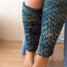 Crochet these cosy leg warmers with this easy-to-follow pattern and tutorial. Make them in your choice of colour! thanks so xox