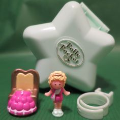 Mini Polly Pocket Bathing Beauty Pageant Ring and Case Schönheitswettbewerb