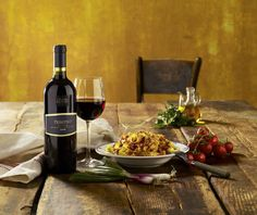 food Wine Photography, Love Food, Red Wine, Alcoholic Drinks, Products, Liquor Drinks, Alcoholic Beverages, Liquor, Gadget
