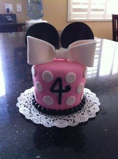 Minnie Birthday Cake so.......cute