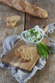 Cremiger Bärlauchaufstrich nach einem Rezept von Sweets & Lifestyle® Garlic Press, Pesto, Dips, Camembert Cheese, Buffet, Cheesecake, Cooking, Ethnic Recipes, Dressings