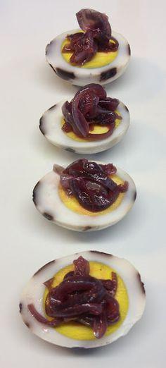 Uova marmorizzate alle cipolle di Certaldo caramellate