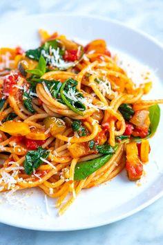 Veggie Spaghetti, Vegetarian Spaghetti, Spaghetti Recipes, Spaghetti With Vegetables, Vegetarian Italian, Spaghetti Ingredients, Vegetarian Lunch, Vegan Pasta, Vegetarian Pasta Recipes