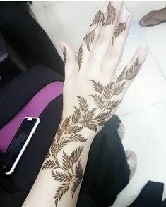 Latest Finger with back hand Mehndi Designs 2019 Back Hand Mehndi Designs, Arabic Henna Designs, Modern Mehndi Designs, Mehndi Design Pictures, Mehndi Designs For Fingers, Beautiful Mehndi Design, Henna Tattoo Designs, Mehndi Images, Henna Mehndi