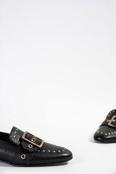 Γυναικεία δερμάτινα μοκασίνια Zakro Collection. Διαθέτουν διακοσμητικά τρουξ, δερμάτινη insole, αντιολισθητική σόλα για σταθερό περπάτημα. Μια ξεχωριστή επιλογή, που θα σας προσφέρει άνεση και μοναδικό στυλ στην εμφάνισή σας. Men Dress, Dress Shoes, Oxford Shoes, Fashion, Moda, Fashion Styles, Fashion Illustrations, Professional Shoes, Pump Shoes