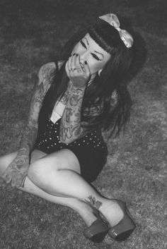 Pin-up // Grunge Goth Dark Fashion Rockabilly Baby, Rockabilly Fashion, Rockabilly Style, Rockabilly Dresses, Pin Up Hair, Love Hair, Labret, Hippe Tattoos, Betty Bangs
