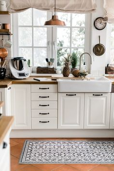 seelensachen My tips for a successful soul kitchen - soul kitchen copper copper Trees matter to the Home Decor Kitchen, Kitchen Interior, Home Kitchens, Kitchen Dining, Kitchen Cabinets, Modern Farmhouse Kitchens, White Cabinets, Kitchen Backsplash, Interior Styling