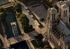 YannArthusBertrand2.org - Fond d écran gratuit à télécharger || Download free wallpaper - Cathédrale Notre-Dame et le parvis, Île de la Cité, Paris, France (48°51' N - 2°21' E).