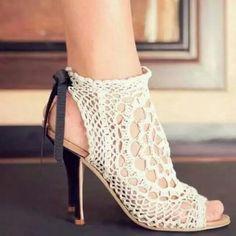 Sandália de crochet!! Hiper elegante.