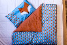 Beautiful double-sided sheets of Fantanstic Mr Fox bedding :) This is made of 100% organic cotton foxes and beautiful foxes dots .  Dimensions: Quilt : 135x110cm Pillow : 35x55cm  Materials used: Sheets and pads sewn from 100 % cotton .