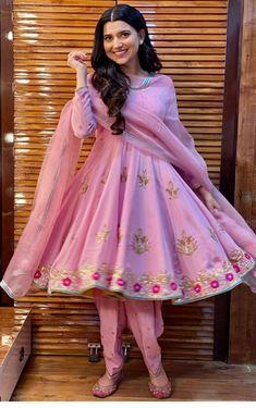 Punjabi Fashion, Pakistani Fashion Casual, Indian Fashion, Dress Indian Style, Indian Dresses, Indian Outfits, Punjabi Suits Designer Boutique, Indian Designer Suits, Embroidery Suits Punjabi