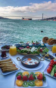Istanbul, Türkei - New Ideas Turkish Breakfast, Breakfast In Bed, Morning Breakfast, Healthy Desayunos, Healthy Recipes, Breakfast Around The World, Turkish Recipes, Aesthetic Food, Love Food
