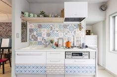 賃貸もOK。貼ってはがせるウォールタイルでキッチンが海外みたいに可愛くなる