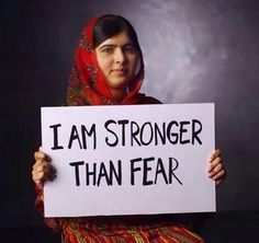 Facts About Malala Yousafzai. Malala Yousafzai is a small activist who seeks to defend the rights of children and women. Malala Yousafzai Zitate, Malala Yousafzai Quotes, Nobel Peace Prize, Nobel Prize, Nouvel An, Women In History, Held, Powerful Women, Belle Photo