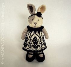 Seasonal dresses pattern by Julie Williams Knitted Stuffed Animals, Knitted Bunnies, Knitted Animals, Knitted Dolls, Bunny Rabbits, Amigurumi Patterns, Doll Patterns, Knitting Patterns, Knitting Projects
