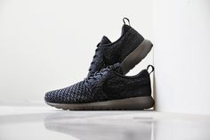 "A Closer Look at the Nike Flyknit Roshe Run ""Midnight Fog"""