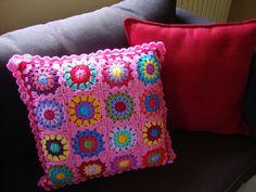 granny square pillow virkning pinterest feliz cuadrados de la abuelita de ganchillo y croch