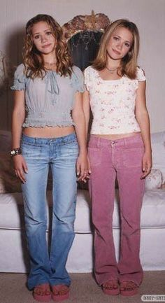 Tapi#Skincare #Skin #ClearSkin #AntiAging #Collagen #HealthySkin #FaceMask #SkincareTips #SkinCareJunkie #SkincareJunkie #SkinTreatment #SkincareTips #SkincareRoutine #Acne #FaceCare 2000s Fashion Trends, Early 2000s Fashion, 90s Fashion, Fashion Outfits, Twin Outfits, Cute Outfits, Olsen Twins Style, Looks Vintage, Mode Inspiration