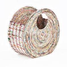 O  papel é um dos produtos mais utilizados nas tarefas do cotidiano.  Quando não está sendo mais utilizado, pode passar por um pr...