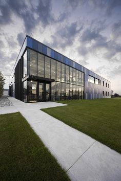 Gallery of Fournitures Select / Blouin Tardif Architecture-Environnement - 5