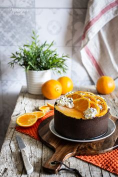 Image may contain: food and indoor Chocolate And Orange Tart, Felt Cake, Mini Desserts, French Desserts, Plated Desserts, Bakery Recipes, Cake Shop, Fondant Cakes, Desert Recipes