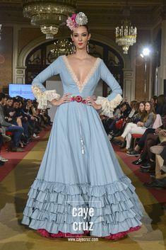 Carmen Raimundo Viva by We Love Flamenco 2017 7 Flamenco Costume, Flamenco Skirt, Nice Dresses, Summer Dresses, Maxi Dresses, Spanish Dress, Mardi Gras Costumes, Spanish Fashion, Full Length Skirts