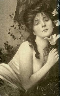Evelyn Nesbit - What a scandal.  What a life!  google her name & you'll see what I mean