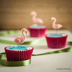 Cool Cupcake Decorating Ideas - Flamingo Cupcakes - Easy Ways To Decorate Cute, Adorable Cupcakes - Quick Recipes and Simple Decorating Tips With Icing, Candy, Chocolate, Buttercream Frosting and Fruit kids birthday party ideas cake Flamingo Cupcakes, Panda Cupcakes, Flamingo Party, Fun Cupcakes, Cupcake Cakes, Flamingo Pool, Decorated Cupcakes, Kool Aid, Fondant