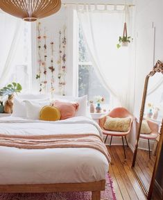 60 Small Apartment Bedroom Decor Ideas On A Budget - Wohnung - Apartment Decor Small Apartment Bedrooms, Apartment Bedroom Decor, Small Apartments, Home Bedroom, Modern Bedroom, Bedroom Stuff, Bedroom Small, Small Bedroom Decor On A Budget, Bedroom Furniture