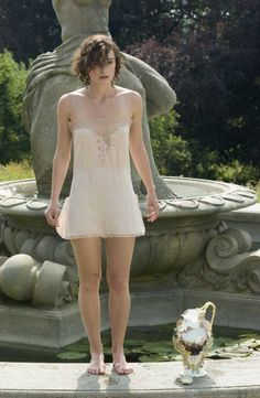 Keira Knightley as Cecilia Tallis in Atonement (2007).