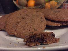 Soft-Cookies  Butter mit beiden Zuckersorten schaumig schlagen, danach Ei & Vanillezucker hinzufügen. Natron mit dem Mehl, Salz & Speisestärke vermischen & anschließend mit dem Zucker-Butter Gemisch vermengen. Für einen dünkleren Teig noch etwas Kakaopulver hinzufügen. Dann nach Belieben Schokotropfen, klein gehackte Schokolade, Nüsse oder ähnliches untermischen. Teig im Kühlschrank für mind. 2 Stunden ruhen lassen. Bei...Weiterlesen