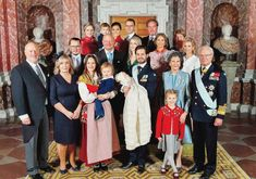 Gert's Royals (@Gertsroyals) on Twitter: Christening of Prince Gabriel, December 1, 2017-Prince Gabriel with his family and godparents; among the family, Princess Sofia holding Prince Alexander, Prince Carl Philip holding Prince Gabriel, Princess Estelle with her grandparents Queen Silvia and King Carl Gustaf; towards the back, Crown Princess Victoria holding Prince Oscar, Prince Daniel, Princess Madeleine and Chris O'Neill