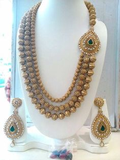 Staggering jewelry aesthetic,Minimalist jewelry emerald and Beautiful jewelry sets. Indian Jewelry Sets, Indian Wedding Jewelry, Boho Jewelry, Bridal Jewelry, Jewelery, Fashion Jewelry, Silver Jewelry, Luxury Jewelry, Jewelry Bracelets