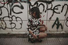 retrato - chica - girl- graffiti - sevilla - modern - dress - hair